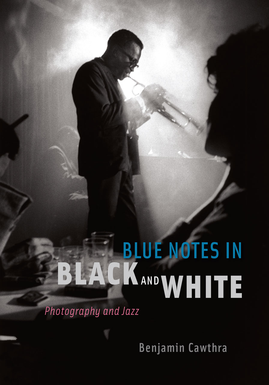 Blue notes in black and white photography and jazz